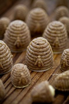 Orzechowe ule z nadzieniem advocaatowym- Peanut Hives with Stuffing recipe Stuffing Recipes, Save The Bees, Caramel, Milk And Honey, Bees Knees, Mini Cupcakes, Good Food, Food And Drink, Favorite Recipes