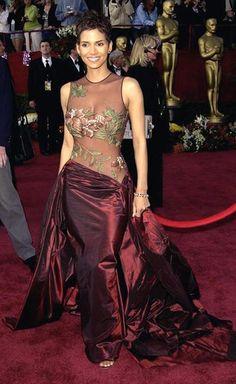 Холли Берри (Halle Berry) в платье от Эли Саб (Elie Saab), 2002 год