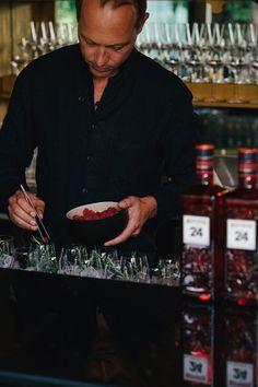 ° Weekendvibes - Wer ist dabei? °   Die Messer sind gewetzt, und die Drinks werden soeben vorbereitet!  Wir starten in ein typisch cooles 151er Wochenende - Wer kommt uns besuchen?  #weekendvibes #drinks #bar #bistro #bistrobar151 #barlife#151er #klagenfurt #wochenende #instagood Weekender, Drinks Bar, Bar Bistro, Klagenfurt, Style, Knives, Swag, Outfits
