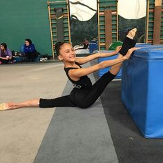 Cheer Flexibility, Amazing Flexibility, Gymnastics Flexibility, Flexibility Workout, Rhythmic Gymnastics Training, Best Friend Poses, Dance Gear, Dancer Photography, Flexible Girls