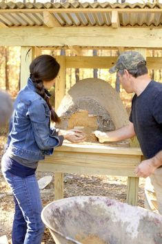 Stacy Harris of GameandGarden making an earthen oven to cook breads and pizza to perfection and to braise meats, and cook stews to deliciousness! Pizza Oven Outdoor, Outdoor Cooking, Outdoor Kitchens, Bread Oven, Cooking Bread, Bread Pizza, Cooking Bacon, Oven Cooking, Cooking Light
