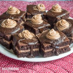 Amandine keto / Keto chocolate rum cakes - Madeline.ro Chocolate Rum Cake, Keto Recipes, Cheesecake, Deserts, Low Carb, Gluten Free, Cakes, Gourmet Desserts, Rome