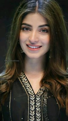 Beautiful Bollywood Actress, Beautiful Indian Actress, Beautiful Actresses, Pakistani Fashion Party Wear, Indian Fashion, Beautiful Girl Image, Beautiful Gorgeous, Beautiful Women Videos, Teen Girl Poses