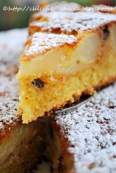 Questa torta è veramente squisita, lo so fa caldo me ne vale veramente la pena, anche di soffrire un po' per il forno acceso. Ingredien...
