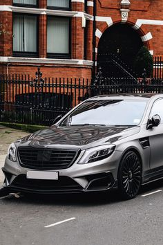 Mercedes Benz Amg, Mercedes Auto, Bentley Continental Gt Speed, Merc Benz, Audi Cars, Expensive Cars, Automotive Design, Sport Cars, Luxury Cars