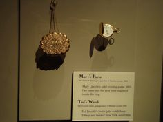 """Mary Todd Lincoln's gold purse and Tadd's watch. Smithsonian Museum in Washington DC. Her name and the year were engraved inside the ring."""" """"Tadd Lincoln's Swiss gold watch from Tiffany and Sons of NY. Mary Todd Lincoln, Abraham Lincoln, Lincoln Logs, Gold Purses, Washington Dc, Gold Watch, American History, Tiffany, Presidents"""
