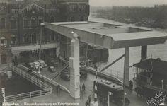 Rotterdam - Binnenhavenbrug, over de Binnenhaven met daarachter het Poortgebouw aan de Stieltjesstraat.    ± 1938  Rechts de Koningshaven en het Noordereiland.