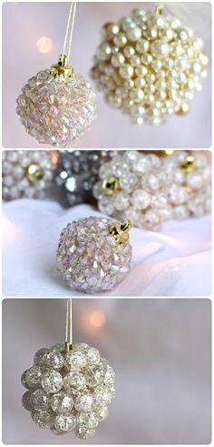 bricolage-de-noel-boules-avec-des-perles-et-des-elements-imitant-des-boules-en-cristal