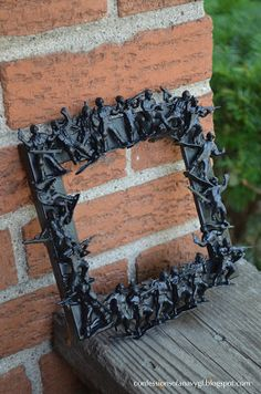 Fair Winds & Following Seas ⚓: Sunday Craft: Army Men Picture Frame