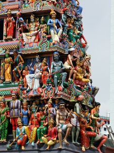 Sri Mariamman Temple, Singapore's oldest Hindu temple. The Sri Mariamman Temple was founded in 1827 by Naraina Pillai, eight years after the East India Company established a trading settlement in Singapore. Temple India, Indian Temple, Hindu Temple, Indian Architecture, Amazing Architecture, Temple Architecture, Ancient Architecture, Sri Lanka, Photo Zen