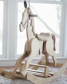 Do you love horses? Here are a collection of 40 DIY horse craft ideas that you can make with your kids and friends.