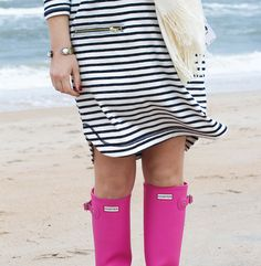 »GlamGrace A casual striped dress and pink hunter rain boots