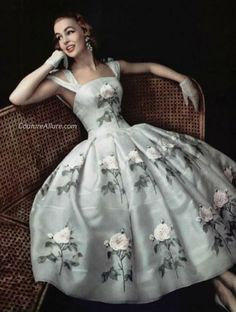 Couture Allure Vintage Fashion/// somebody want to buy this for me?Soooo pretty