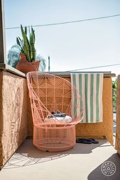 'EastSiders' actors Kit Williamson and John Halbach's home, designed by Homepolish & Orlando Soria. Outdoor Rooms, Outdoor Living, Orlando Soria, Backyard Retreat, Take A Seat, Outdoor Settings, Cool Furniture, Small Spaces, Kit