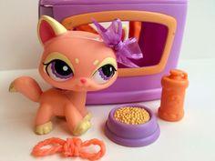 Littlest Pet Shop Peach Yellow Walking Cat #1265 w/Purple Eyes & Accessories #Hasbro