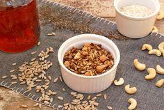 Bezlepková pohanková granola Granola, Dog Food Recipes, Cereal, Breakfast, Morning Coffee, Dog Recipes, Muesli, Breakfast Cereal, Corn Flakes