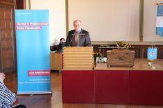 Freisprechung Rathaus Stralsund Geschäftsführer der Kreishandwerkerschaft Rügen-Stralsund-Nordvorpommern, Uwe Ambrosat während der Begrüßung.