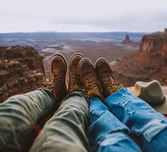 Ready to plan an epic trip through the American southwest? Save this post for breathtaking locations you need to see in Utah and Arizona. Complete with itinerary, camping tips, and tons of road trip planning resources! Road Trip Photography, Couple Photography, Adventure Photography, Photography Tips, Utah, Canyonlands National Park, Road Trip Hacks, Road Trips, Florida Keys