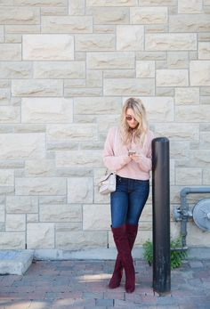 How to style over the knee shoes, over the knee boots outfit inspirations, fall style, cold fashion. over the knee boot outfit night Burgundy Outfit, Burgundy Sweater, Burgandy Color, Cute Comfy Outfits, Casual Outfits, Burgundy Knee High Boots, Jacket Outfit, Over The Knee Boot Outfit, Amanda