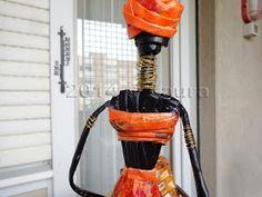 Laura fa: Statuetta africana fatta con le cannucce di carta