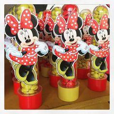 Ainda no tema Minnie, olha os nossos personalizados na festa da Helena! #Minnie…