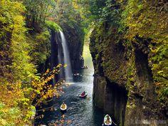 美しい湧水に癒される、高千穂にある絶景渓谷