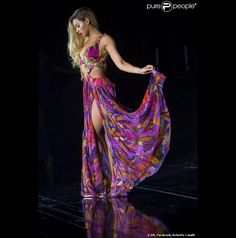 Beyoncé porte une robe spécialement imaginée par Roberto Cavalli en concert pour sa tournée mondiale, The Mrs Carter Show.