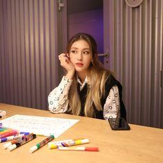 Kpop Girl Groups, Kpop Girls, Jeon Somi, Aesthetic Themes, Ioi, Girl Bands, Popular Music, Mamamoo, Pop Music