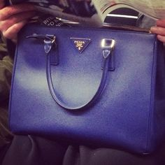 #HandbagSpy Bright blue Prada tote bag