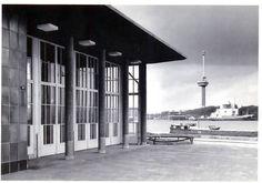 Bewri - Mooi stukje Rotterdam. Ingang Maastunnel op Zuid met aan de overzijde het ventilatiegebouw en de Euromast.