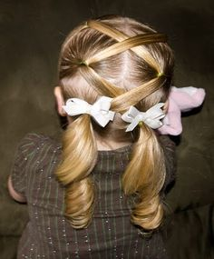 Criss cross pig tails...@Harmony Packard, how cute would Avery look with her hair done like this?!