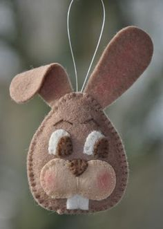 Zukünftige Projekte Osterhase Bas Hand Made Quilts Article Body: Quilts are p Easter Projects, Easter Crafts, Felt Crafts, Felt Diy, Hobbies And Crafts, Diy And Crafts, Crafts For Kids, Spring Crafts, Holiday Crafts