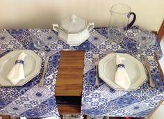 Produto artesanal, feito com exclusividade para você. <br>Caminho de mesa em estampa de azulejo fabricado em tecido de poliester impermeável, com detalhes em conta resinada e tassel. <br>Uma sofisticada e elegante forma de receber seus amigos para o almoço ou jantar. <br>O preço refere-se ao kit de três peças. Não pode ser vendido separadamente. <br>Postagem em até 2 dias úteis após a confirmação do pagamento. <br>Medida: <br>1,60 x 0,40cm <br>Você pode encomendar de acordo com o tamanho de…