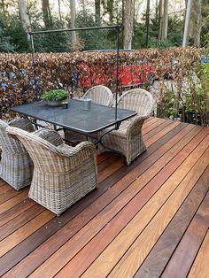 Met deze Ipe hardhouten terrasplank van 2.1 cm dik en 14.5 cm breed heb je de meest luxe houtsoort voor je terras. Deze Ipé hardhouten vlonderplanken vergrijzen schitterend in een zilvergrijze kleur, zijn super duurzaam en stabiel. Met stabiel bedoelen dat ze zeer weinig werking hebben. Dus prima te leggen met slechts 5 mm tussenruimte. Outdoor Sectional, Sectional Sofa, Outdoor Furniture, Outdoor Decor, Home Decor, Modular Couch, Decoration Home, Room Decor, Corner Sofa