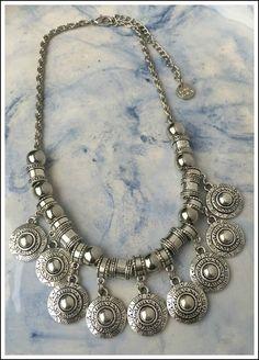 COLLAR FRANK Boho Jewelry, Pendant Jewelry, Wedding Jewelry, Antique Jewelry, Beaded Jewelry, Silver Jewelry, Jewelry Accessories, Jewelry Necklaces, Maxi Collar