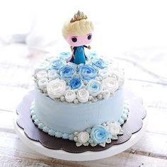 Coronation flower cake @ivenoven