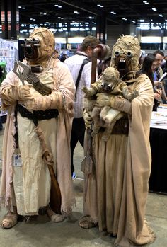 Tusken Raider Family Cosplay Spotted 2014 by Chanh Tang Star Wars Costumes, Cosplay Costumes, Tusken Raider Costume, Family Cosplay, Star Wars Species, Star Wars Design, Fantasy Inspiration, Style Inspiration, Star Wars Pictures