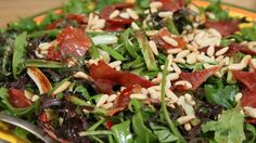 Salat med nektariner og serranoskinke