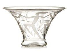 SVERRE PETTERSEN KRAGERØ 1884 - OSLO 1959  Bolle Hadeland Glassverk. 1936. Klart glass med gravert motiv av dansende mennesker. Signert: Hdl. 36. HØYDE 15,00 CM DIAMETER 24,50 CM