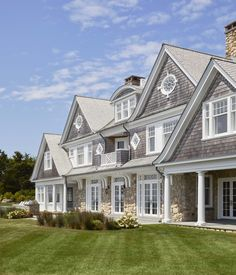 Shingle Style Architecture, Shingle Style Homes, Traditional Home Exteriors, Nantucket Style Homes, Gros Morne, Cottage Style House Plans, Cottage Ideas, Ocean Front Homes, Dream House Exterior