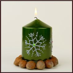 Kerze bemalen Diy Crafts To Do, Creative Crafts, Embroidered Clothes, Pinterest Blog, Pillar Candles, Candle Holders, Pattern, Christmas, Handmade