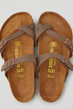 American Eagle Outfitters AEO Birkenstock Mayari Sandals size 5 ***(MOM, if you buy me these for christmas, please do not get me more than one additional gift. Two christmas gifts or less, is the amount i'm asking for this year. Sock Shoes, Cute Shoes, Me Too Shoes, Shoe Boots, Shoes Sandals, Women Sandals, Sandals Outfit, Sandal Heels, Shoes Women