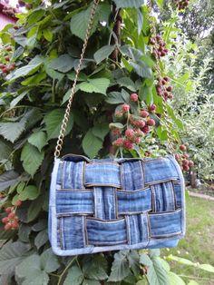 Upcycled denim bag purse DIY #sew #fashion #woman #craft +++ Reciclar jeans tejanos vaqueros para hacer bolso bandolera mujer manualidad de coser by dublirina