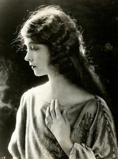 Lillian Gish in Romola c.1924via grapefruitmoongallery.com