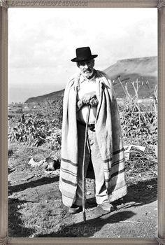 Tegueste -  El Lomo - campesino año 1960 #canariasantigua #blancoynegro #fotosdelpasado #fotosdelrecuerdo #recuerdosdelpasado #fotosdecanariasantigua #islascanarias #tenerifesenderos