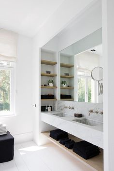 Bathroom with a white floating vanity designed by Oscar V., via @sarahsarna.