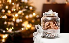 Wallpapers on desktop. Wallpaper sweets, interior, merry christmas, interior, sweets, cookies, lights, biscuits, decoration, glass jar, glass jar, light, gingerbread, gingerbread, Merry Christmas, decoration, new year, bokeh, christmas tree, tree, ornament, New year, decor, bokeh to download.