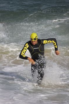Choosing a Wetsuit: A full suit has advantages over a sleeveless one. It provides greater buoyancy and will keep you warmer. The Flex Technology of our wetsuits means you don't have to sacrifice arm movement to achieve these benefits.