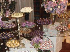 Raquel  Matthieu - Decoração de casamento em tons de lilás - arranjos florais - mesas de doces - Déco mariage palette violette - tables de desserts - wedding decoration - desserts' table - purple  lilac colors - Rio de Janeiro