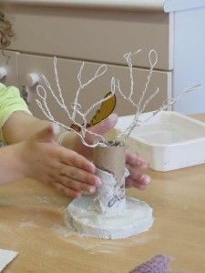 1 million+ Stunning Free Images to Use Anywhere Paper Mache Crafts, Wire Crafts, Clay Crafts, Diy And Crafts, Upcycled Crafts, Halloween Arts And Crafts, Christmas Crafts, Toilet Roll Craft, Wire Tree Sculpture